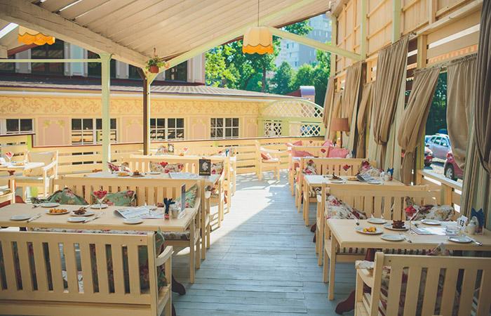 Веранда ресторана Летнее время
